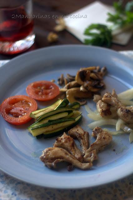 Chuletillas de conejo a la mostaza con verduras de la huerta