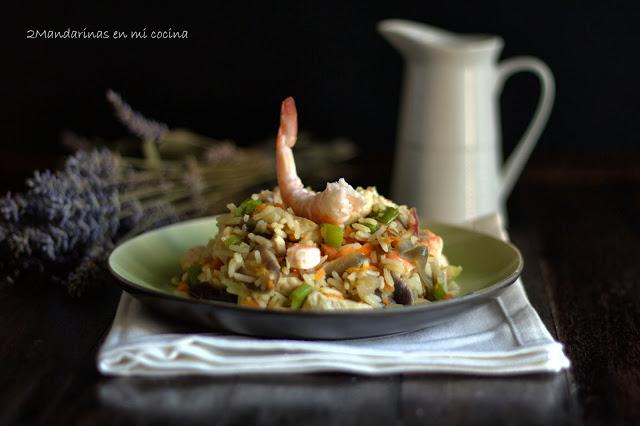 Arroz Thai Jasmine con langostinos y pollo con salsa agridulce de lima y jengibre