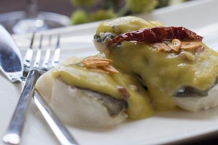 esparragos-verdes-jamon-huevos-mollets