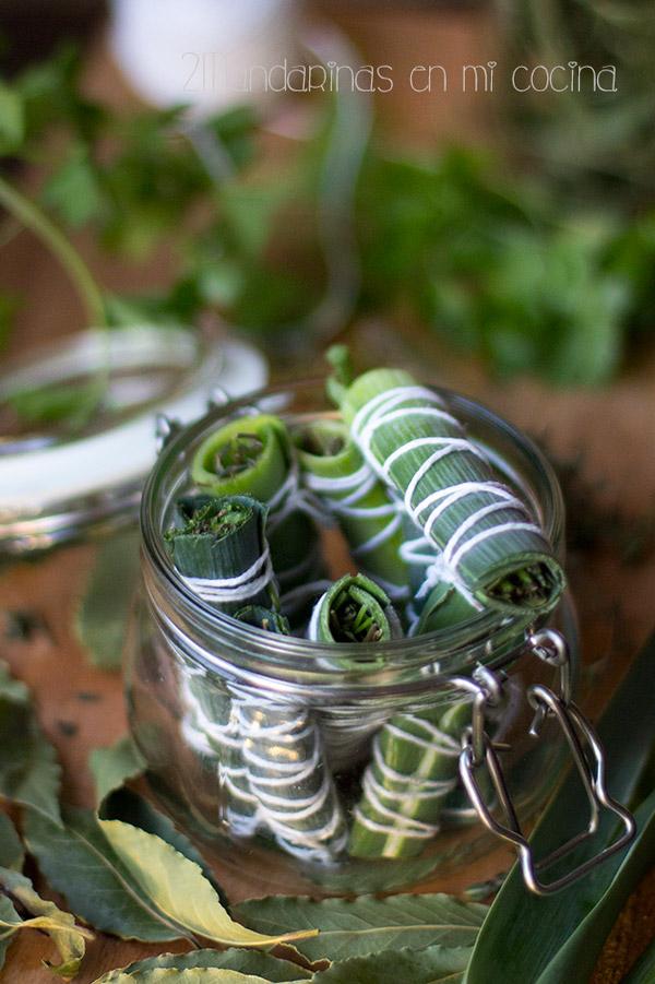 que es y como se prepara bouquet garni. manojo hierbas aromáticas atadas con hilo bramante.