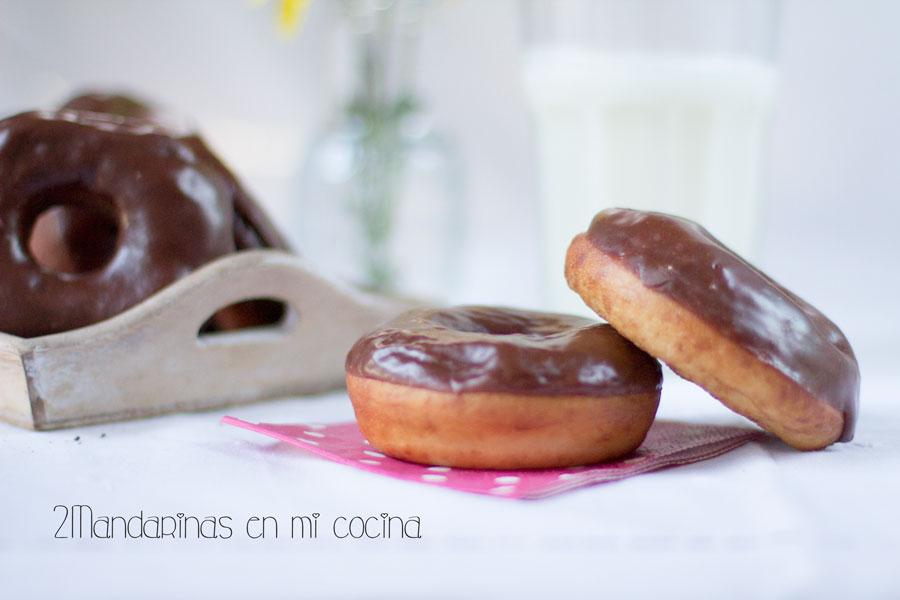 Donuts caseros con cobertura de chocolate