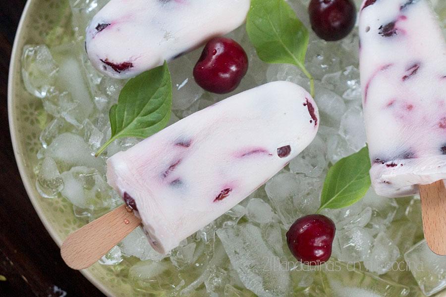 como preparar helado saludable de yogur y cerezas