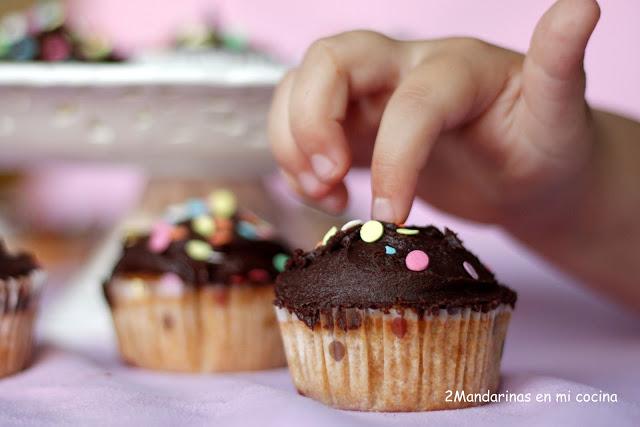 Magdalenas de galletas con cobertura de chocolate