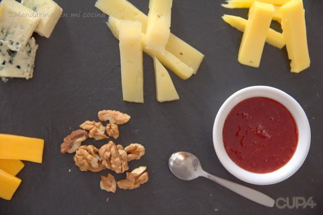 Tabla de quesos con mermelada de albaricoques y cerezas y felices vacaciones!