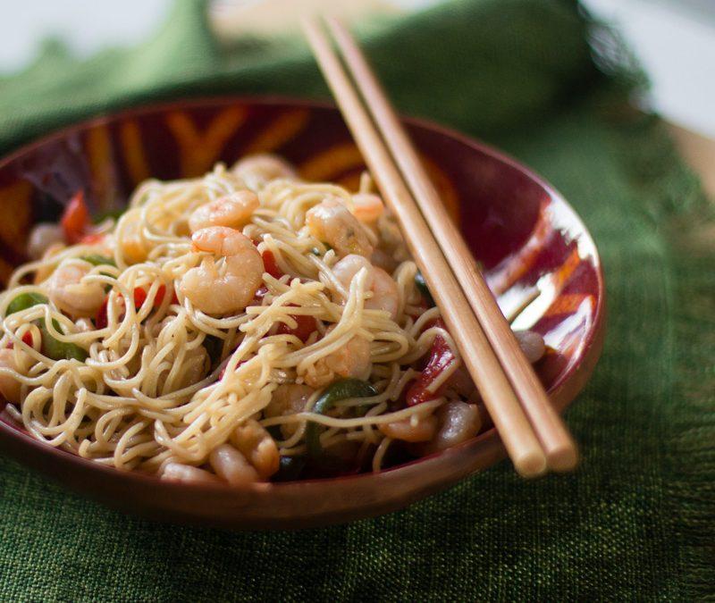 Cómo preparar noodles con gambas. Receta china para la fiesta del Medio Otoño Chino.