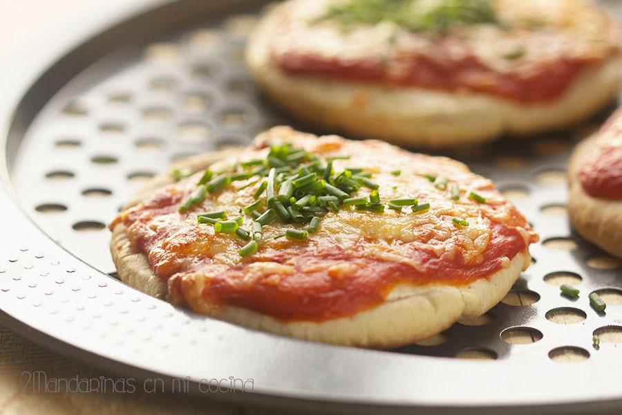 como preparar pizza margarita express con pan de pita