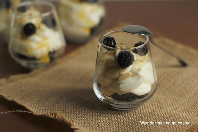 Verrines de limón con moras y miel