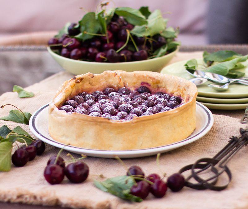 Tarta de cerezas con masa quebrada y crema pastelera