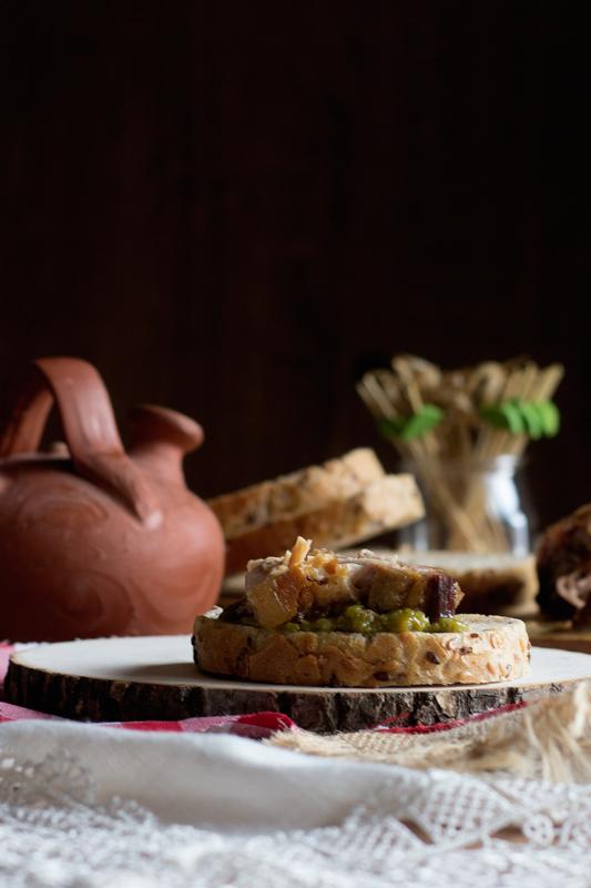 bocadillo de panceta y pimientos verdes