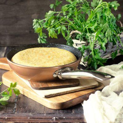 Tortilla de patatas y cebolla o tortilla española. Receta fácil paso a paso