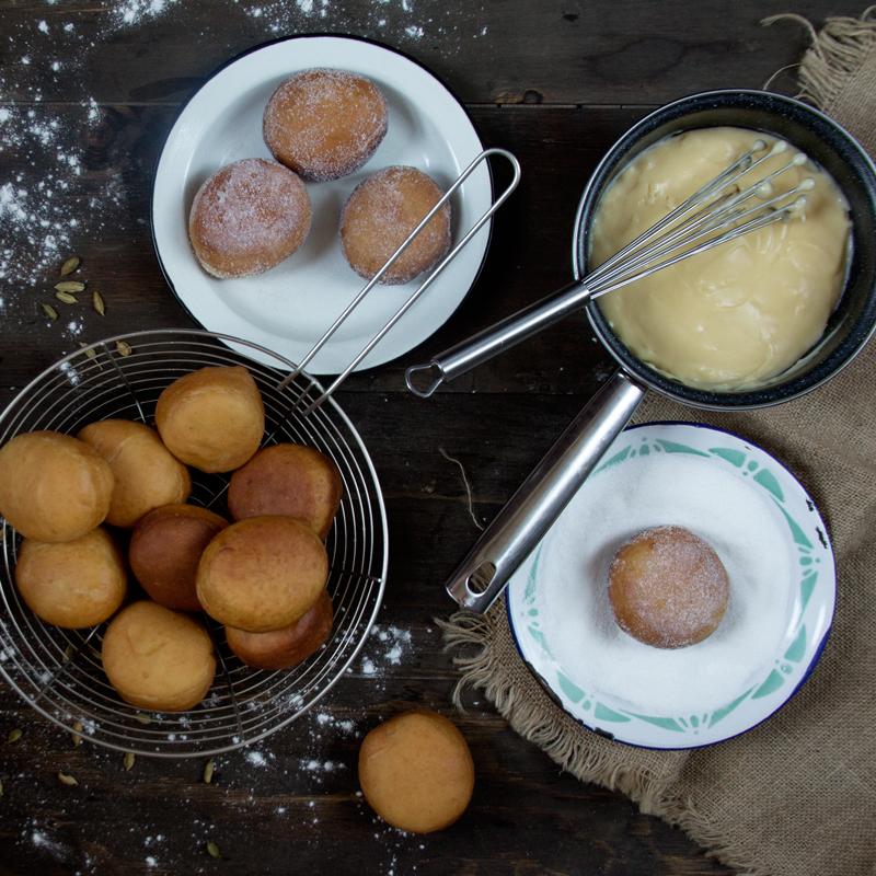 preparación de las berlinas rellenas de crema pastelera