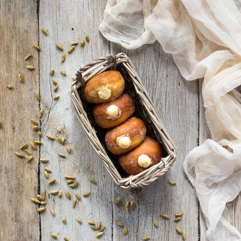 preparación berlinas rellenas de crema pastelera
