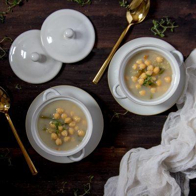Sopa de verduras con garbanzos. #ConservaLaLínea