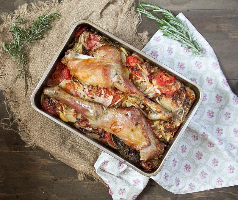 Pierna y paletilla de cordero lechal asada con guarnición al romero. VIDEORECETA.