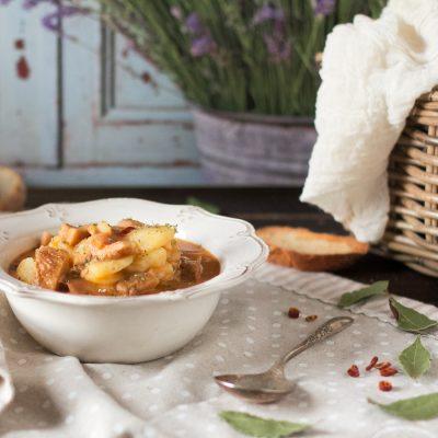 Patatas guisadas con níscalos. Con y sin Thermomix