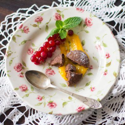 Postre navideño de polvorón de chocolate con lemond curd